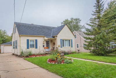Waukesha Single Family Home Active Contingent With Offer: 909 Michigan Ave