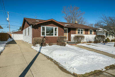 Kenosha Single Family Home Active Contingent With Offer: 3220 86th Pl