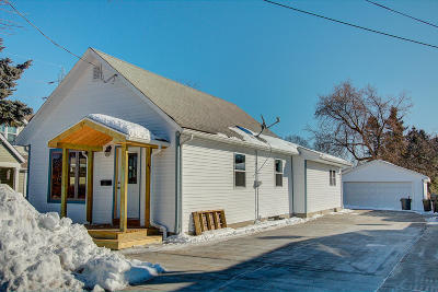 Waukesha Single Family Home For Sale: 1937 Jefferson Ave
