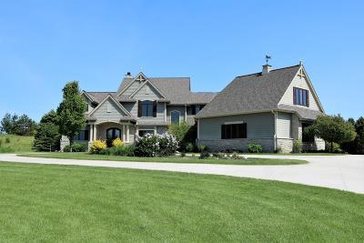 Ozaukee County Single Family Home For Sale: 7523 W Red Cedar Ct
