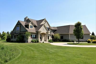 Mequon Single Family Home For Sale: 7523 W Red Cedar Ct