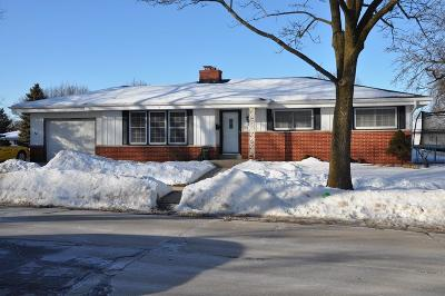 Milwaukee County Single Family Home For Sale: 2326 W Parnell Ave