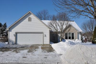 Waukesha Single Family Home For Sale: 2324 N University Dr