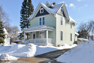Waukesha Single Family Home Active Contingent With Offer: 431 Dunbar Ave