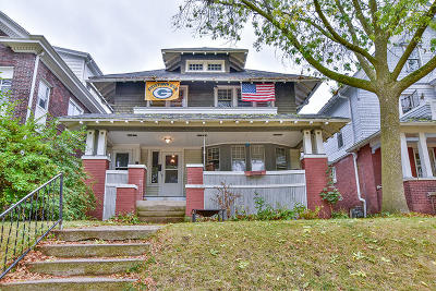Milwaukee County Two Family Home For Sale: 2970 N Prospect Ave #2972