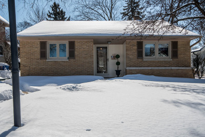 Waukesha Single Family Home Active Contingent With Offer: 407 E Newhall Ave
