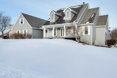 Pleasant Prairie WI Single Family Home Active Contingent With Offer: $440,000