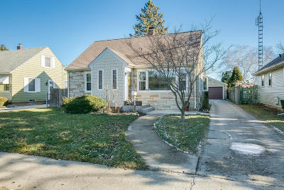 Kenosha Single Family Home Active Contingent With Offer: 6407 51st Ave