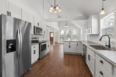 Kenosha County Single Family Home For Sale: 508 Oakwood Trl