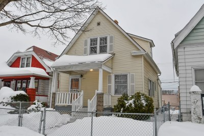 Milwaukee Single Family Home For Sale: 3810 N 6th St