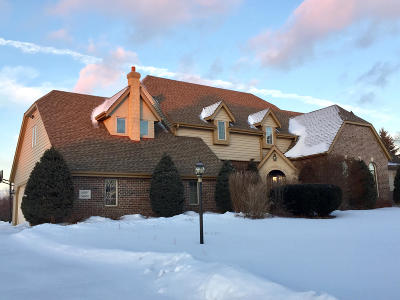Pewaukee Single Family Home Active Contingent With Offer: W283n4888 Roosevelts Quay