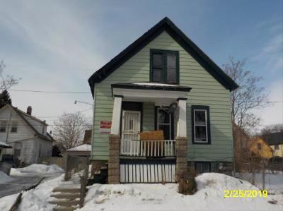 Milwaukee Single Family Home For Sale: 2819 N 15th Ln