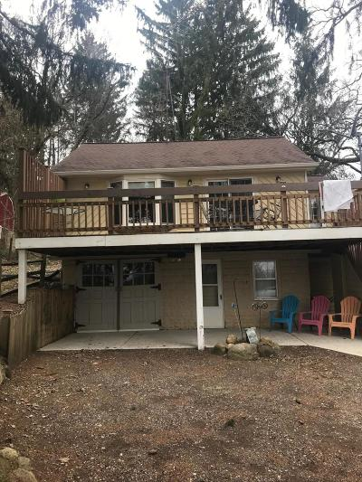 Genoa City Single Family Home For Sale: 1201 County Road H #B2