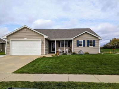 West Bend Single Family Home Active Contingent With Offer: 1718 Crestwood Rd
