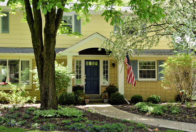 Mequon Single Family Home For Sale: 6233 W Chapel Hill Rd