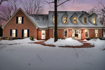 Brookfield Single Family Home For Sale: 2505 Chanticleer Ct