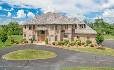 Mequon Single Family Home For Sale: 7940 W Cheverny Dr