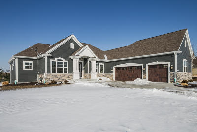 Pewaukee Single Family Home Active Contingent With Offer: W299n3239 Woodridge Cir