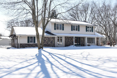 Waukesha County Single Family Home For Sale: 18325 Heathway Lane