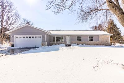 Richfield, Hubertus Single Family Home Active Contingent With Offer: 3307 Moraine Dr