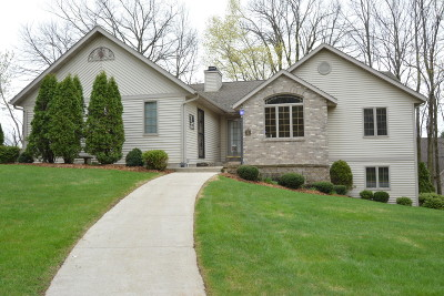Slinger Single Family Home For Sale: 1141 Glacier Pass