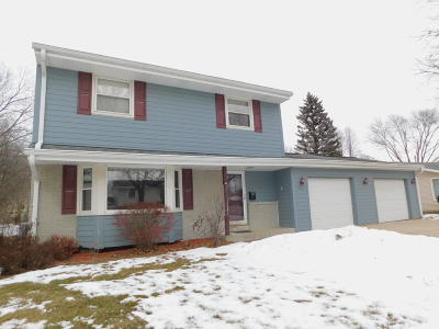 Waukesha Single Family Home Active Contingent With Offer: 1512 Atlantic Dr