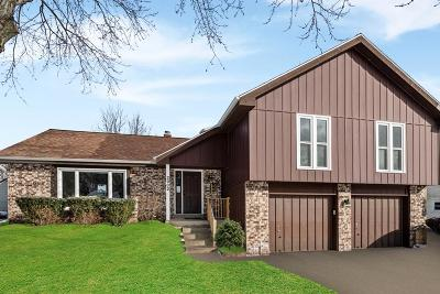 Waukesha Single Family Home Active Contingent With Offer: 2932 Coventry Ln