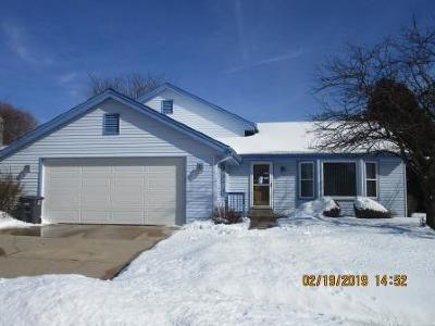 Waukesha Single Family Home For Sale: 1915 Cliff Alex Ct N