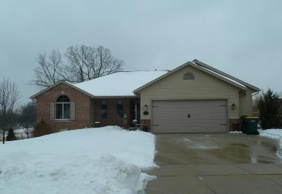 Kewaskum Single Family Home Active Contingent With Offer: 1717 Homestead Trl