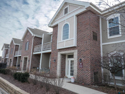 Waukesha Condo/Townhouse Active Contingent With Offer: 1540 Roxbury Way #201