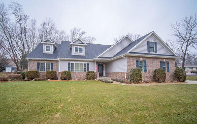 Hartford Single Family Home Active Contingent With Offer: 1545 Meadow Ln