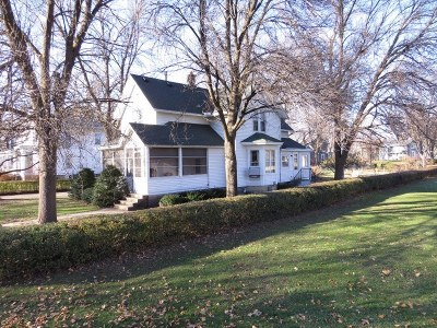Lake Mills Single Family Home Active Contingent With Offer: 327 E Lake St