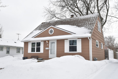 Milwaukee Single Family Home Active Contingent With Offer: 925 E Norwich St
