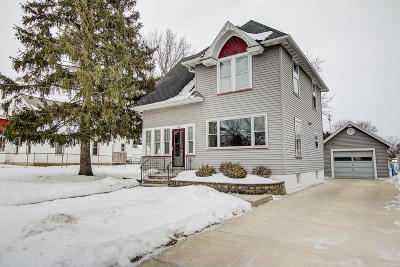 Lake Mills Single Family Home Active Contingent With Offer: 410 E Lake St