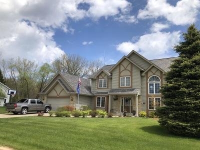 Racine Single Family Home For Sale: 5809 Marwood Dr