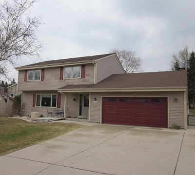 Greendale Single Family Home For Sale: 6541 Hill Ridge Dr