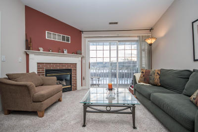 Muskego Condo/Townhouse Active Contingent With Offer: S77w19253 Lakewood Dr