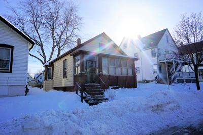 Milwaukee Single Family Home Active Contingent With Offer: 819 E Lincoln Ave