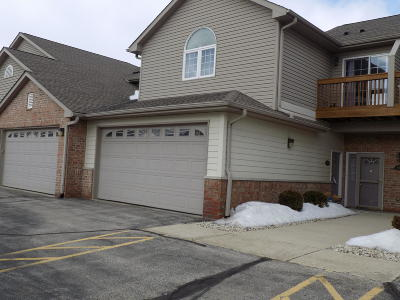 Kenosha Condo/Townhouse Active Contingent With Offer: 6308 44th St #184
