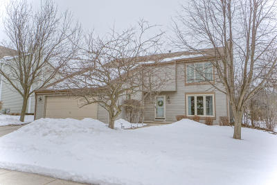 Waukesha Single Family Home Active Contingent With Offer: 1919 Cliff Alex Ct N