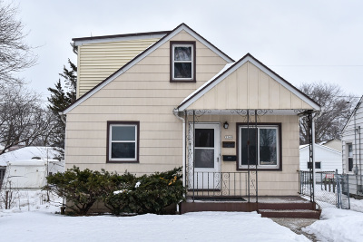 Milwaukee Single Family Home Active Contingent With Offer: 3368 S Chase Ave