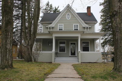 Plymouth Single Family Home For Sale: 26 South St