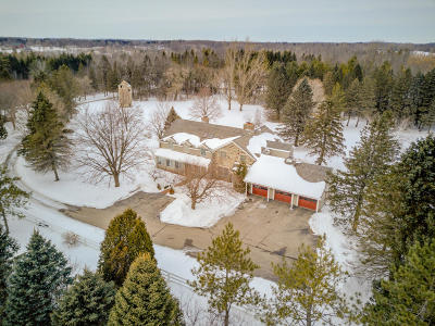 Cedarburg Single Family Home For Sale: 10101 Cedar Creek Rd