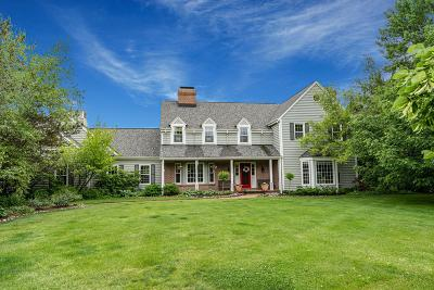 Ozaukee County Single Family Home For Sale: 2833 W Range Line Cir