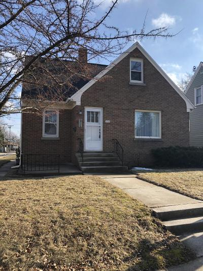 Sheboygan Single Family Home For Sale: 1715 Marvin Ct
