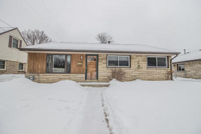 Milwaukee Single Family Home Active Contingent With Offer: 4415 S 5th St