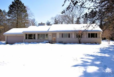 Mequon Single Family Home Active Contingent With Offer: 4829 W Hiawatha Dr