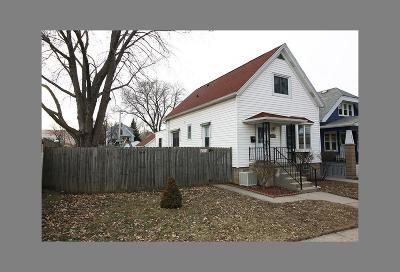 Milwaukee Single Family Home For Sale: 2833 S Burrell St