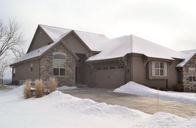 Waukesha Condo/Townhouse For Sale: 1211 Woodland Hills Dr