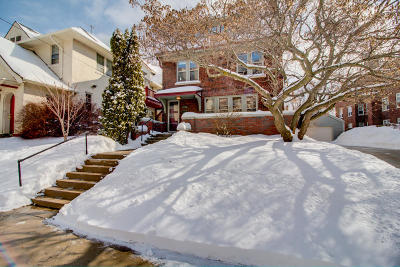 Milwaukee Condo/Townhouse For Sale: 2230 N Summit Ave #1